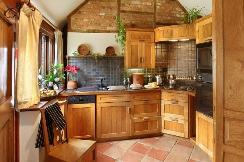 Heath-Farm-Cottages-Hazelnut-Küche-Holzküche-Landhaus-Urlaub-Cotswolds-England-UK-Familienurlaub-mit-Kindern-nachhaltig-eco-tourism
