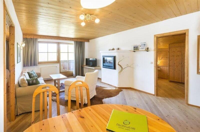 Apartment-Hotel-Frohnatur-Familienhotel-Tirol-Österreich-Garni-nachhaltiger-Urlaub-stylish-Kinder-Familie-Familienurlaub-Ferien-Eco