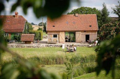 Außenansicht-Garten-Ferienwohnung-Klein-Thurow-Mecklenburg-Vorpommern-Familienurlaub-in-Deutschland-mit-Kindern-Baby-nachhaltig-stylish-Ferien-eco-schaalsee-Biosphärenreservat