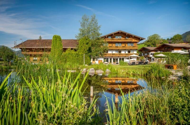 Badeteich-Hotel-Frohnatur-Familienhotel-Tirol-Österreich-Garni-nachhaltiger-Urlaub-stylish-Kinder-Familie-Familienurlaub-Ferien-Eco