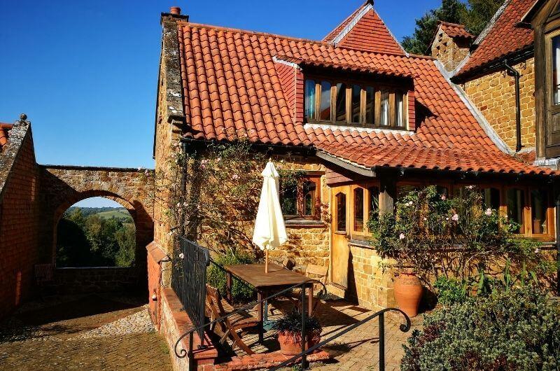 Cobnut-Exterior-Heath-Farm-Cottages-Landhaus-Urlaub-Cotswolds-England-UK-Familienurlaub-mit-Kindern-nachhaltig-eco-tourism