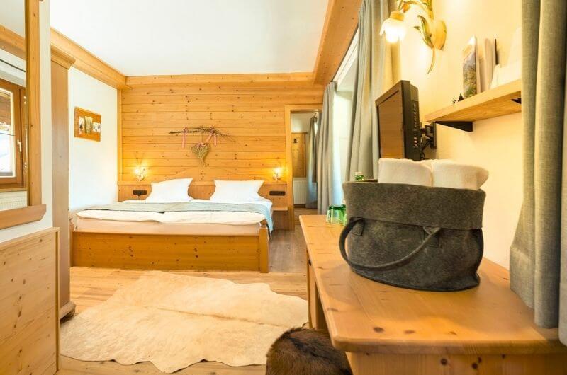 Familiensuite-2-Hotel-Frohnatur-Familienhotel-Tirol-Österreich-Garni-nachhaltiger-Urlaub-stylish-Kinder-Familie-Familienurlaub-Ferien-Eco