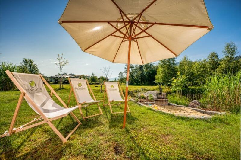 Garten-Spielecke-Sandkasten-Hotel-Frohnatur-Familienhotel-Tirol-Österreich-Garni-nachhaltiger-Urlaub-stylish-Kinder-Familie-Familienurlaub-Ferien-Eco