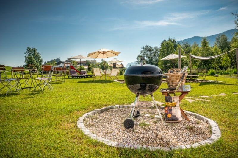 Grillplatz-Hotel-Frohnatur-Familienhotel-Tirol-Österreich-Garni-nachhaltiger-Urlaub-stylish-Kinder-Familie-Familienurlaub-Ferien-Eco