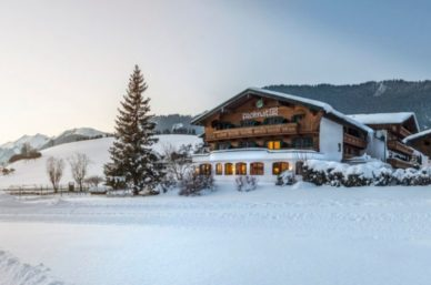 Hotel-Frohnatur-Winterurlaub-Schnee-Skifahren-Familienhotel-Tirol-Österreich-Garni-nachhaltiger-Urlaub-stylish-Kinder-Familie-Familienurlaub-Ferien-Eco