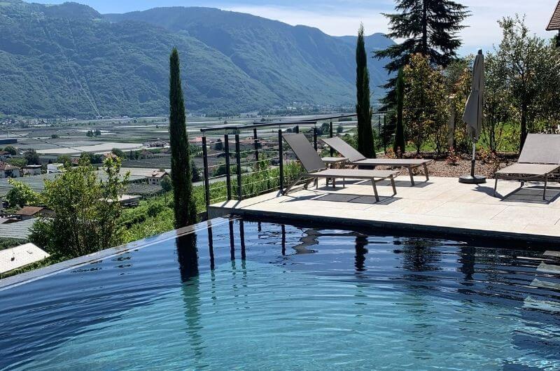 Salzwasser-Pool-Stöckler-Hof-Südtirol-Ferienwohnung-neu-auf-dem-bauernhof-familienfreundlich-lana-bei-bozen-nähe-meran-umgebung-kinder-baby-frühstück-fewo-4-personen-nachhaltig-panoramablick