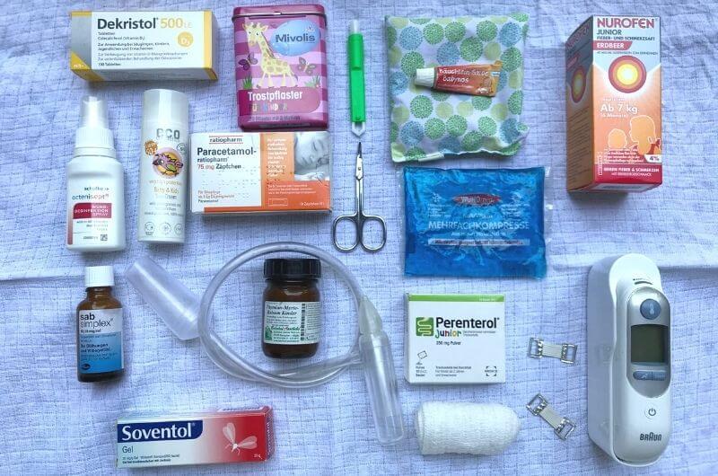 reiseapotheke-für-babys-kleinkinder-checkliste-ausland-durchfall-strandurlaub-homöopathisch-mallorca-türkei