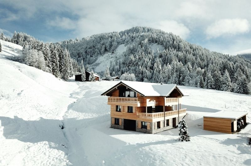 Chalet-BergInsel-Holzhaus-im-Schnee-Allgäu-Alpen-Winter-Skiurlaub-nachhaltiger-Urlaub-mit-Kind-Ferienwohnung-Eco-Holiday-Deutschland-Bayern-Balderschwang