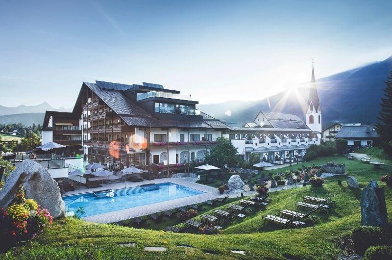Klosterbräu-Hotel-Spa-Sommer-Urlaub-mit-Kind-Baby-Kleinkind-Familienfreundlich-Pool-Seefeld-Tirol-Kinderhotel-Österreich-Bauernhof-Hoftiere-Biohof-nachhaltig-Familienhotel
