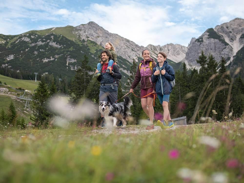 Olympiaregion-Seefeld-Tirol-Wandern-mit-Kindern-Kleinkind-Baby-Berge-Wanderung-Klosterbräu-Hotel-Spa-Familienhotel