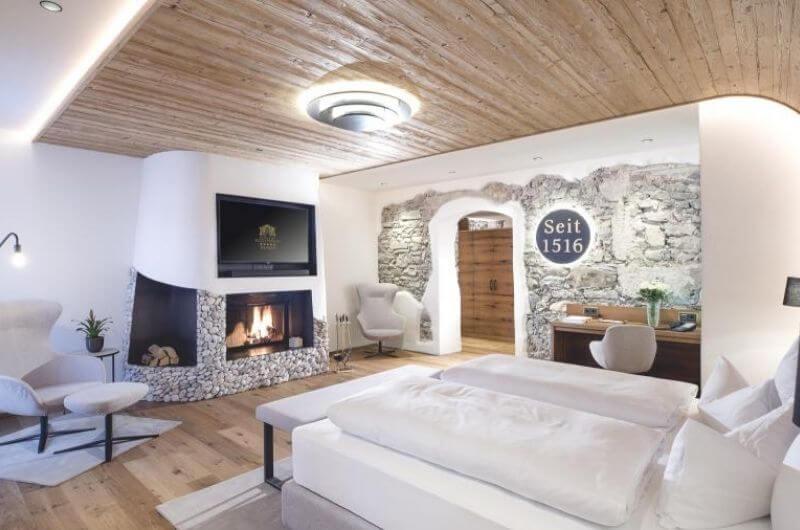 Hotel-Klosterbräu-Spa-Wellnesssuite-80-Wellness-Privatsauna-Suite-Chaletstyle-Seefeld-Tirol-Österreich-Spa-Urlaub-mit-Kind-Baby