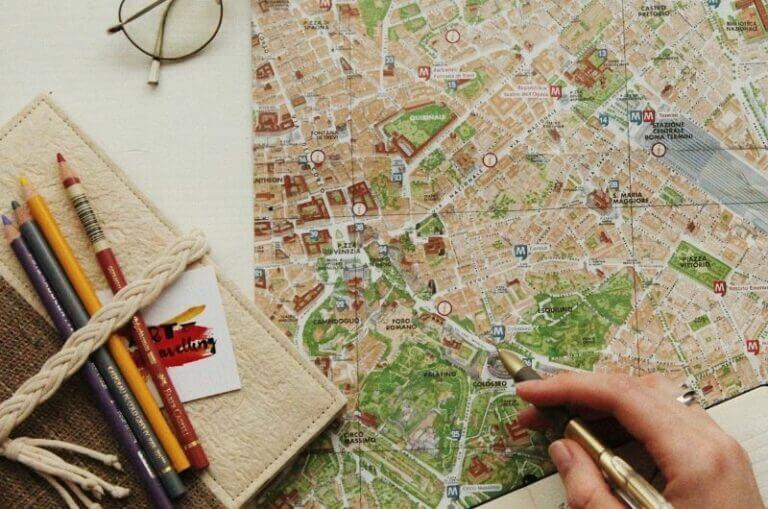 Reiseplanung-mit-Kindern-Familienurlaub-ohne-Streit-oxana-v-qoAIlAmLJBU-unsplash